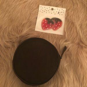 🌸 NWOT Sephora cosmetics case with eye gel mask
